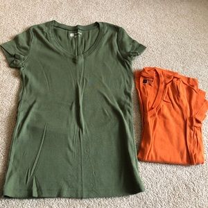 GAP favorite T-shirt's LOT of 2 size small